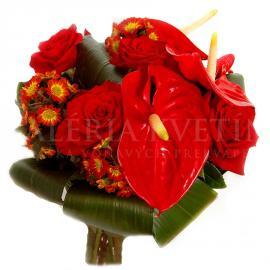 Vášnivá kytica z anthúrií a chryzantém