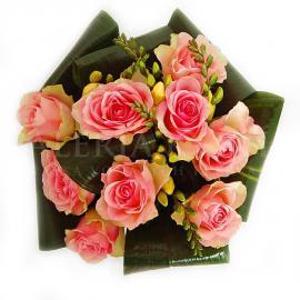 Kytica Ružová krása z ružových ruží a frézií