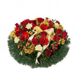 Okrúhly smútočný veniec plný kvetov - Nikdy nezabudneme