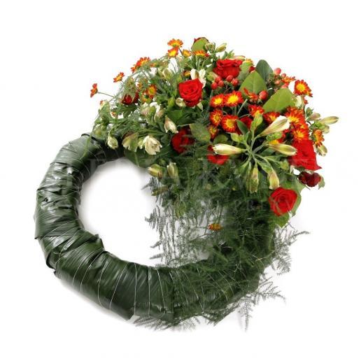 Smútočný veniec z ruží, alstromérií, chryzantém