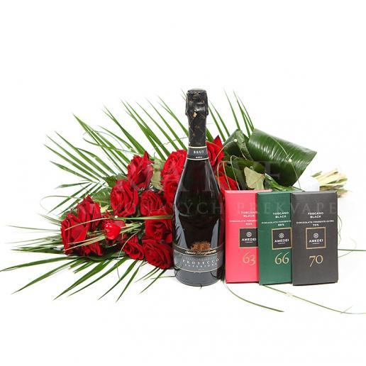 Darčekový set VIP zložený z kytice, vína a čokolád