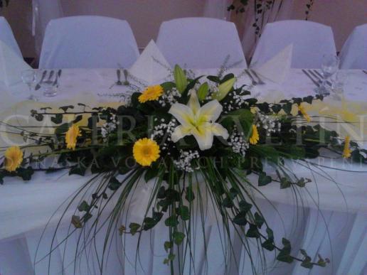 Ikebana na hlavný stôl Jemne žiarivá