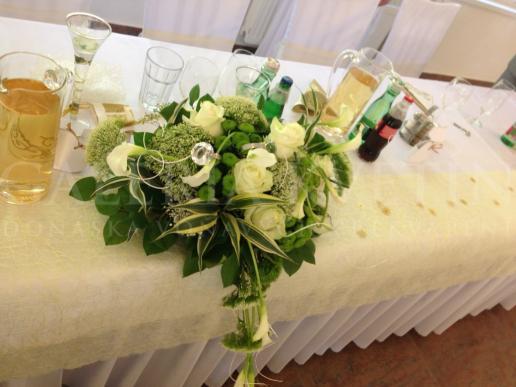 Ikebana na hlavný stôl Calla
