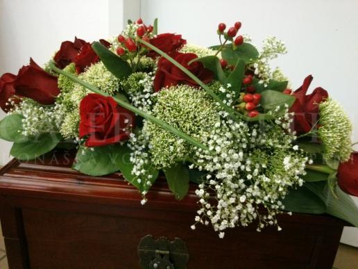 Ikebana na hlavný stôl Červená ruža