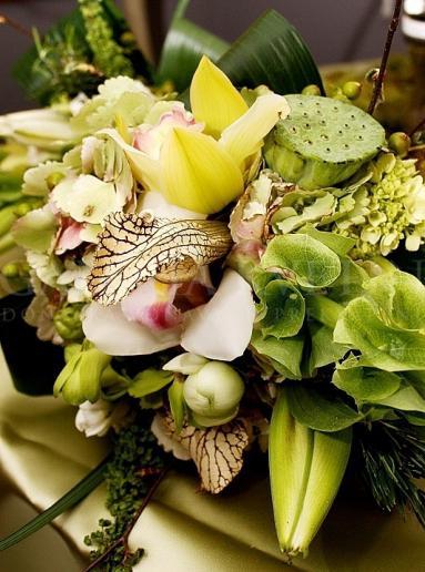 Ikebana na hlavný stôl Svieža exotika