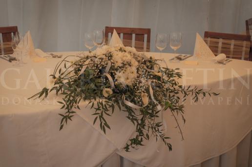 Ikebana na hlavný stôl Elegancia