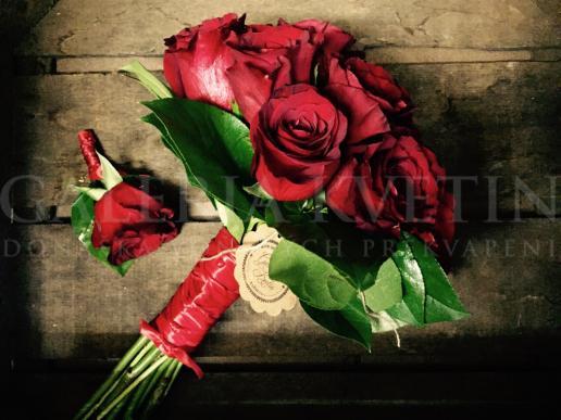 Svadobná kytica Nesmrteľná červená Galérie Kvetín