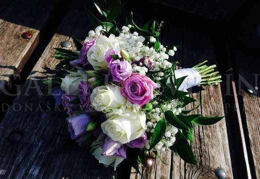 Svadobná kytica Fialovo-biela perleť