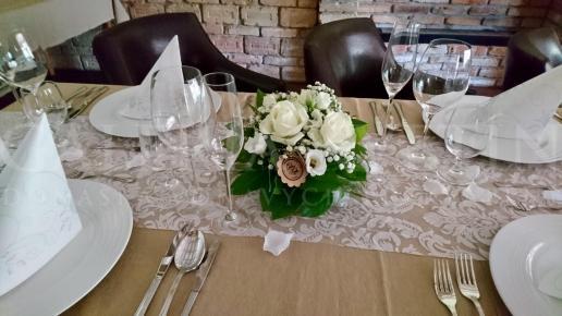 Malá svadobná ikebana na stôl Biele lekno