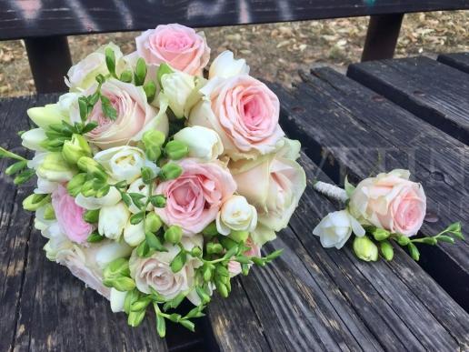 Svadobná kytica V zajatí ruží
