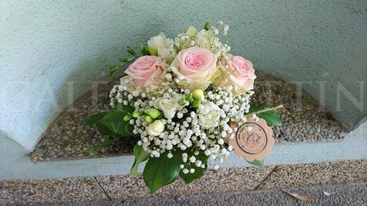 Malá svadobná ikebana na stôl Trio ruží