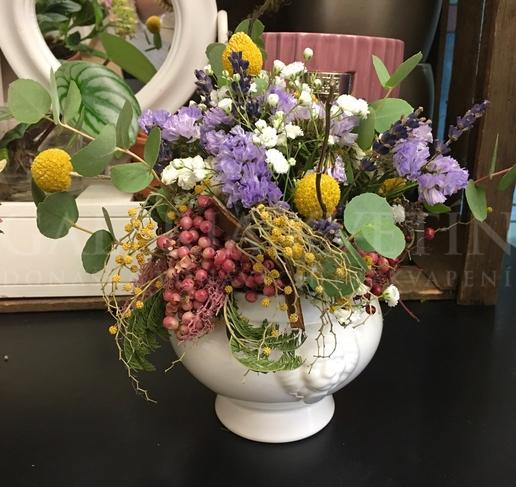 Aranžmán plný kvetov