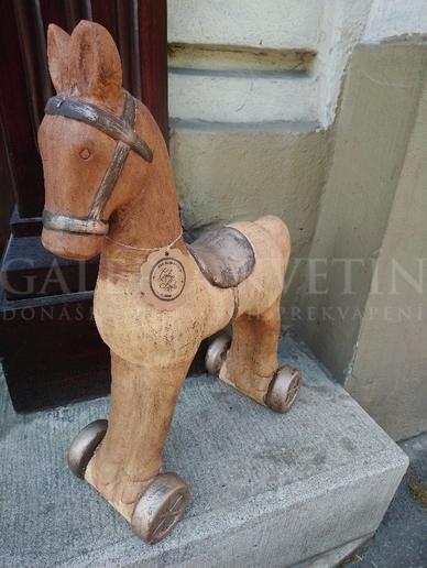 Dekoračný kôň